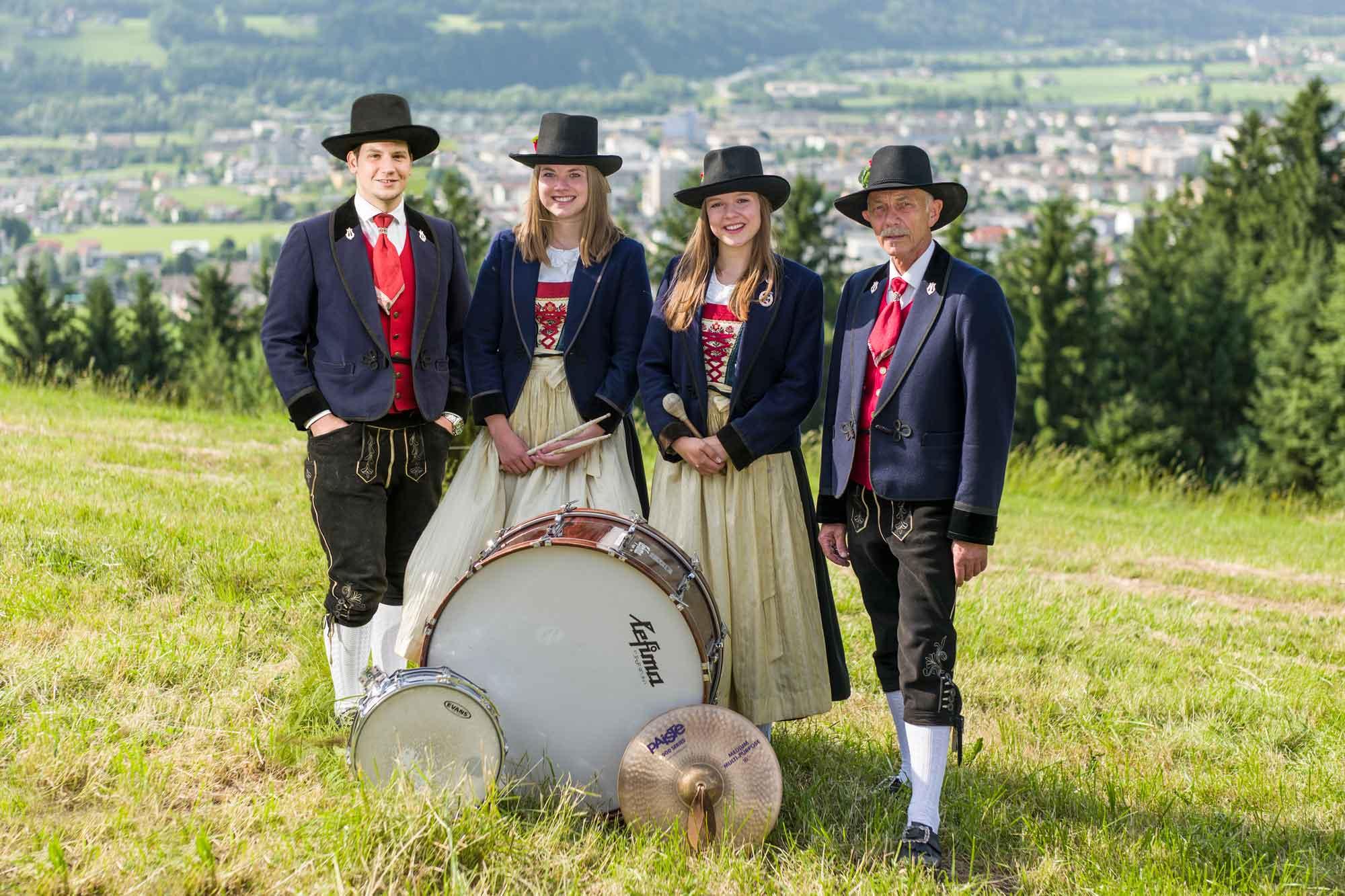 Schlagzeug: Alexander Biechl, Caroline Ebner, Elisabeth Widauer, Hannes Preuner